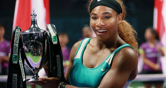 Серена Уильямс (США) после победы 26 октября 2014 года в финальном матче итогового турнира Женской теннисной ассоциации (WTA) против Симоны Халеп (Румыния).