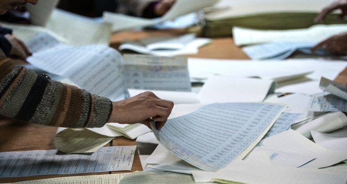 Подсчет голосов по результатам выборов в Верховную раду Украины.