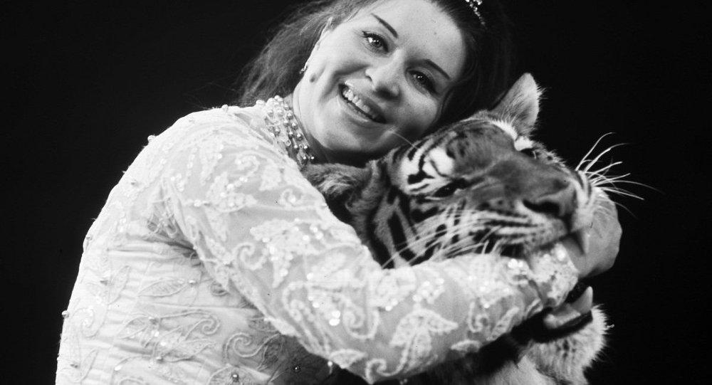 Укротительница Маргарита Назарова с тигром (архив)