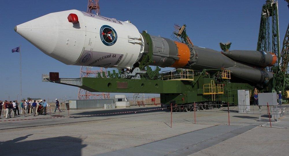 Вывоз ракеты Союз-ФГ со спутниками Канопус и БКА на старт