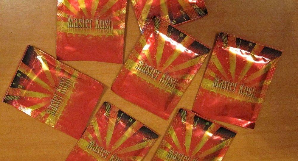 Пакетики с курительной смесью, изъятые в ходе рейдов, архивное фото