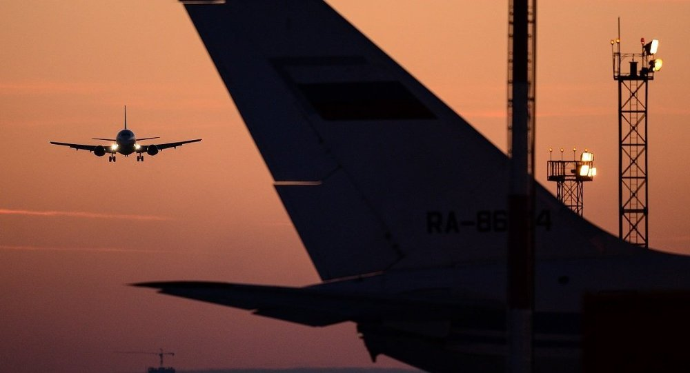 Самолет заходит на посадку, архив