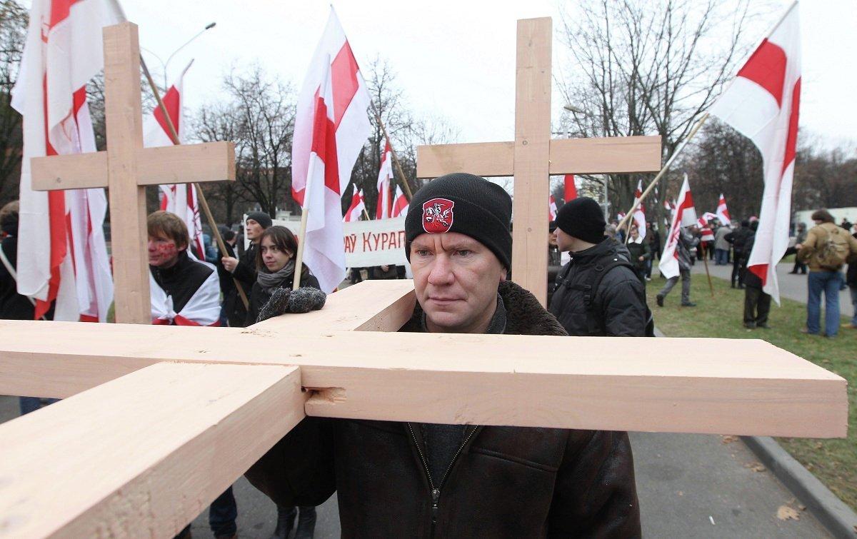 Участники шествия в Куропаты несли с собой деревянные кресты
