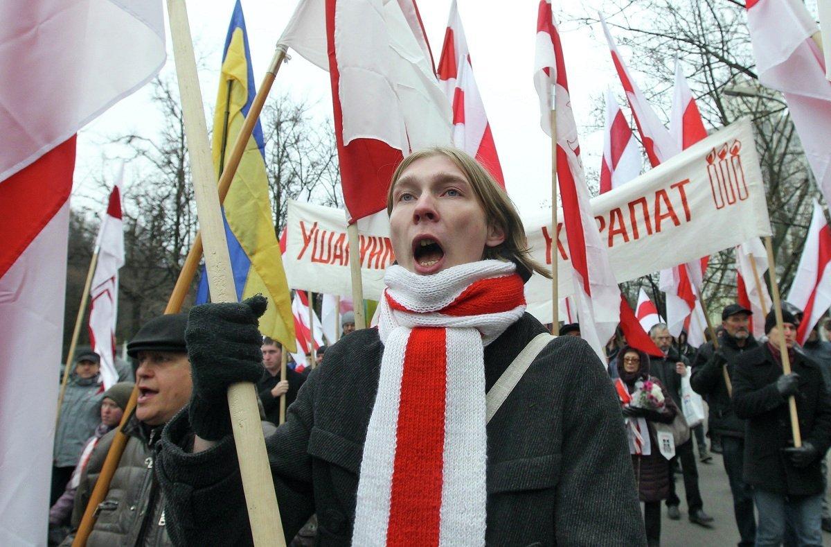 Белорусская оппозиция провела в воскресенье в Минске уличную акцию в День поминовения предков