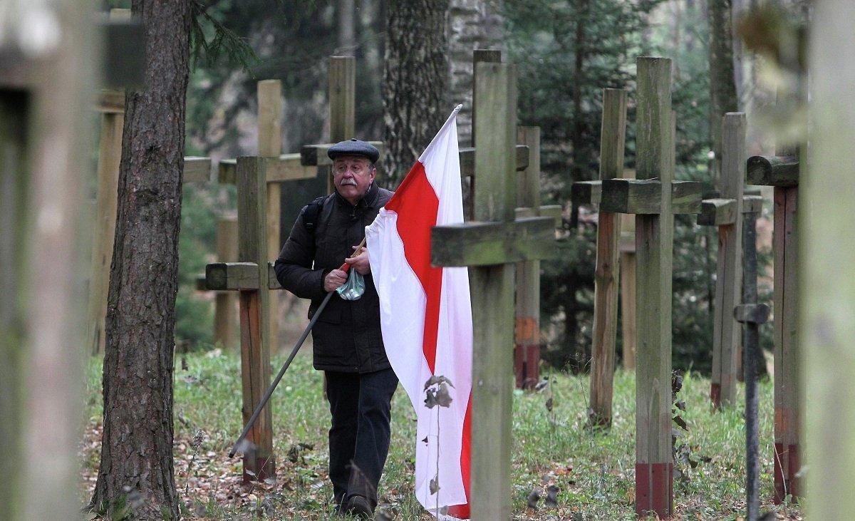 Участник шествия белорусской оппозиции в Куропаты на Дзяды