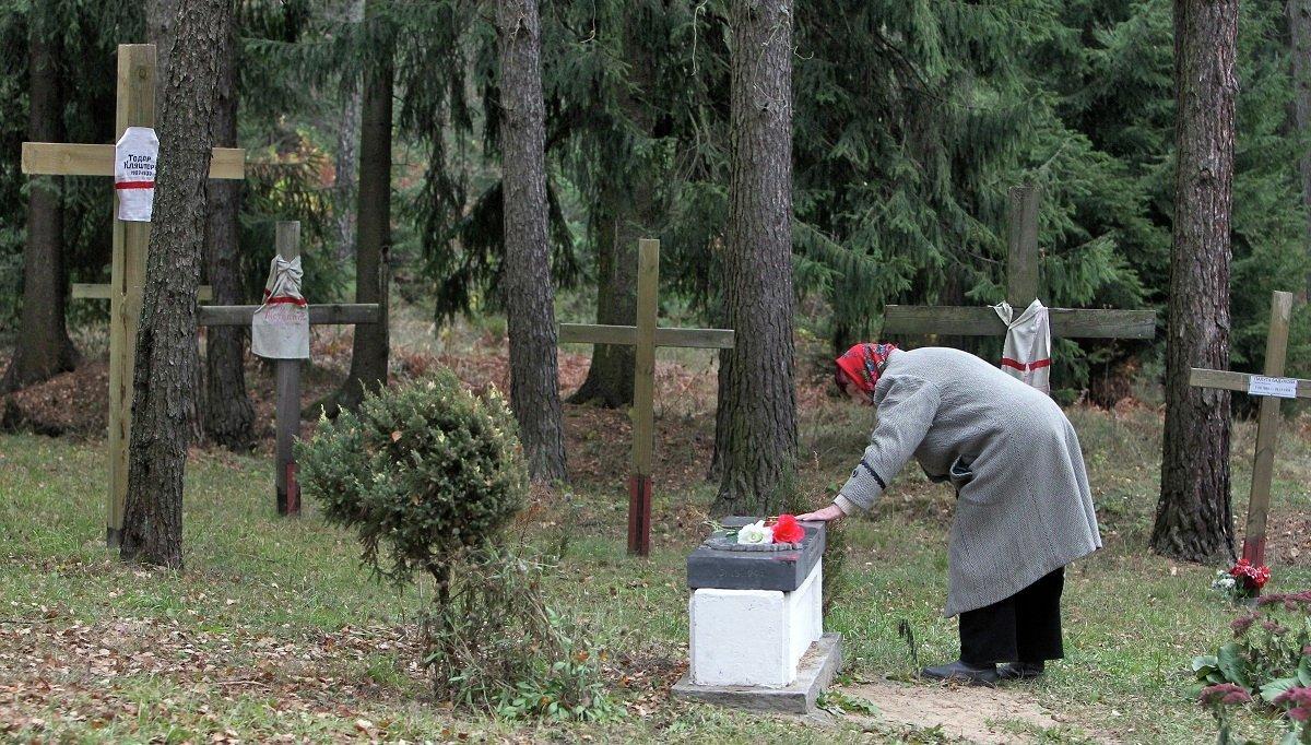 На Дзяды в Беларуси принято посещать кладбища, приводить в порядок могилы