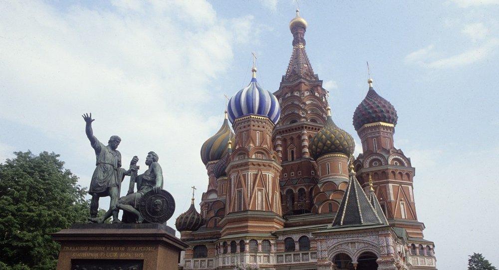 Памятник Минину и Пожарскому на Красной площади в Москве, архивное фото