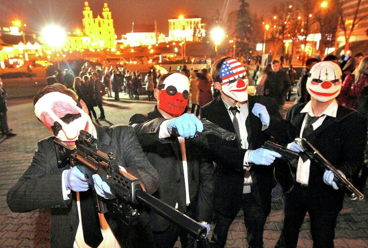 Гангстеры на улицах Минска на Хэллоуин