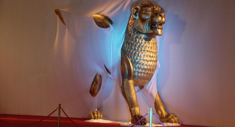 Золотой лев Данте Ферретти в Венеции