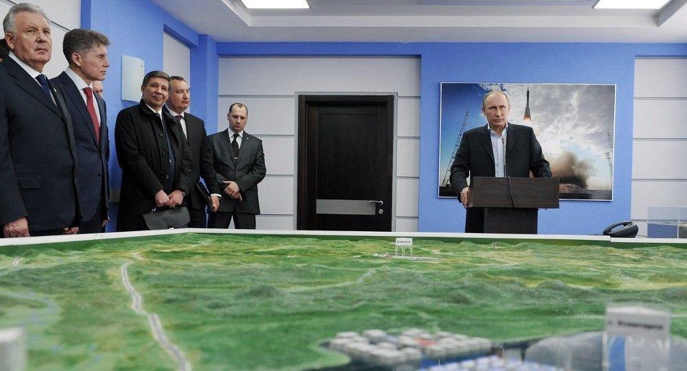 Путин   во время сеанса связи с МКС, архивное фото