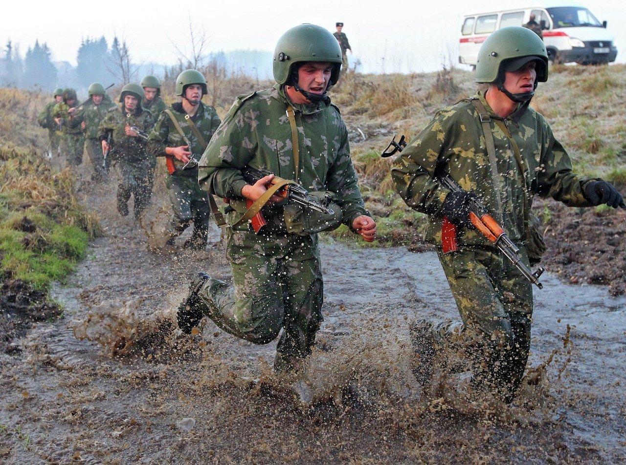 Марш-бросок в учебном центре внутренних войск Беларуси Воловщина