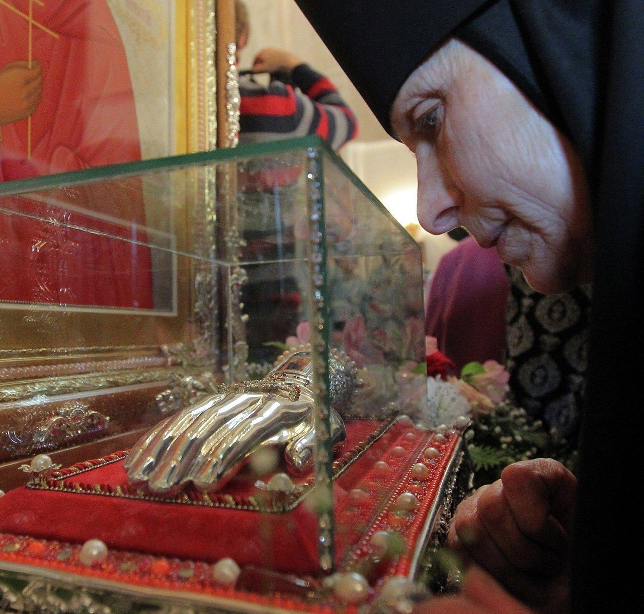 Частицу мощей святого мученика Бонифация доставили в Минск из Греции в драгоценном ковчеге