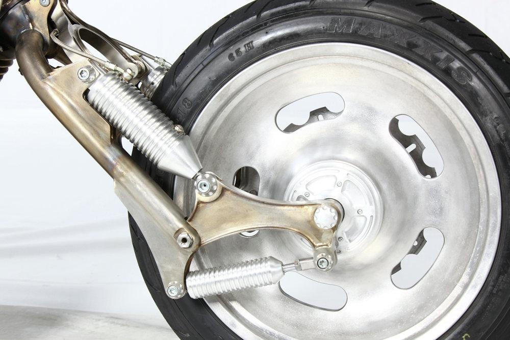 Мотоцикл Терминатор сделан их нержавеющей стали и алюминия