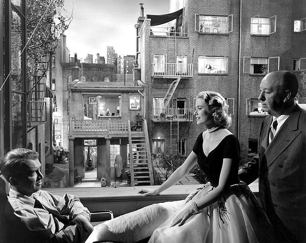 Грейс Келли, Альфред Хичкок, Джеймс Стюарт на съемках фильма Окно во двор