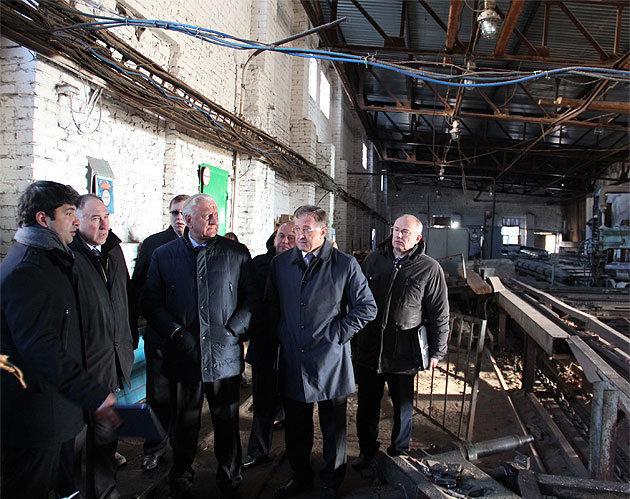 Премьер-министр Беларуси Михаил Мясникович и инвестор «Барановичидрев» Амид Набизада (слева)