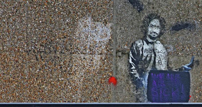 Граффити с Чарльзом Мэнсонон, выполненное известным автором Бэнкси
