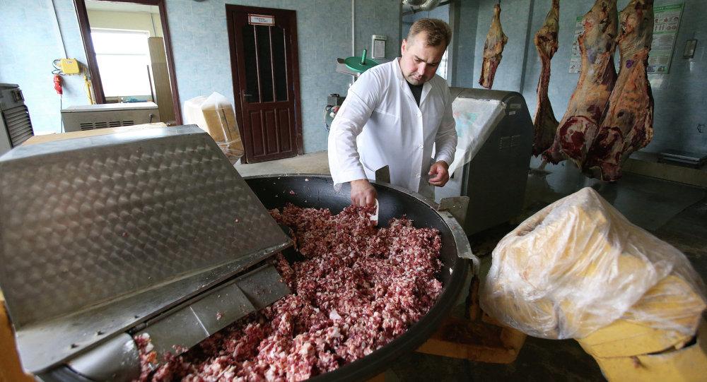 Работа мясного цеха, архивное фото