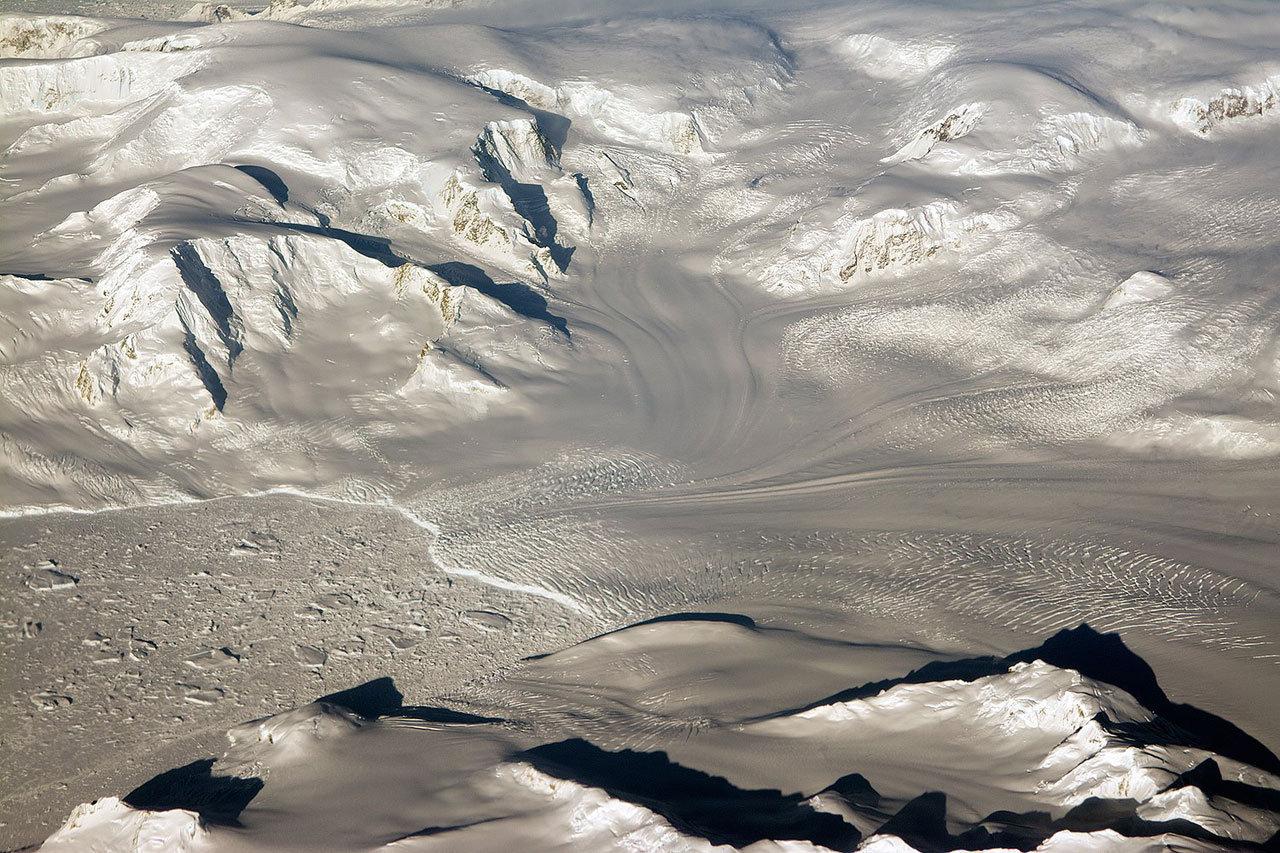 Ледники и горы в Западной Антарктиде