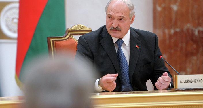 Лукашенко во время встречи глав государств Таможенного союза