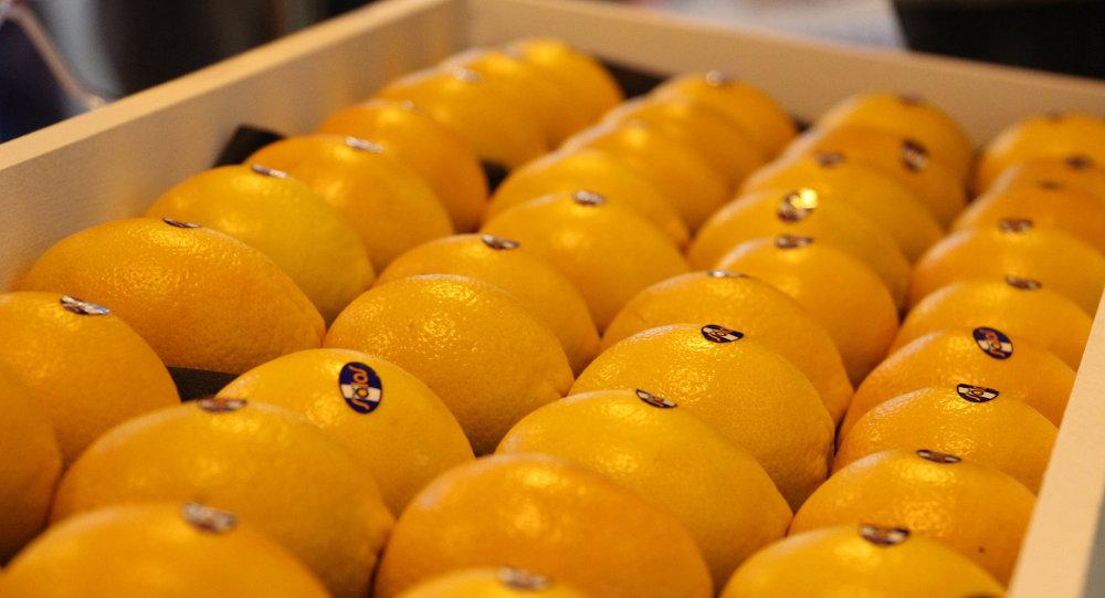Апельсины в ящике
