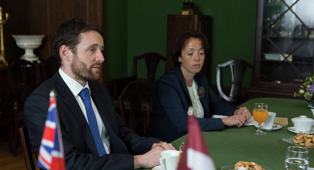 Посол Великобритании в Латвии Иан Фрю  на встрече со спикером сейма