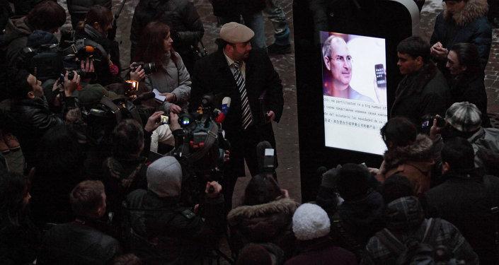 Открытие памятника Стиву Джобсу в Санкт-Петербурге