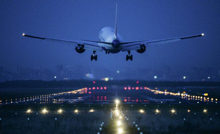 В Самаре из-за больного ребенка экстренно сел самолет