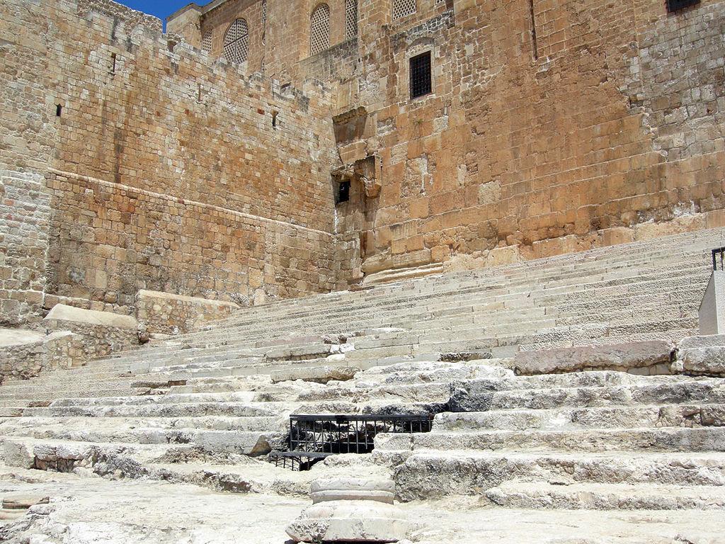 Древняя лестница, по которой молящиеся поднимались на Храмовую гору с юга