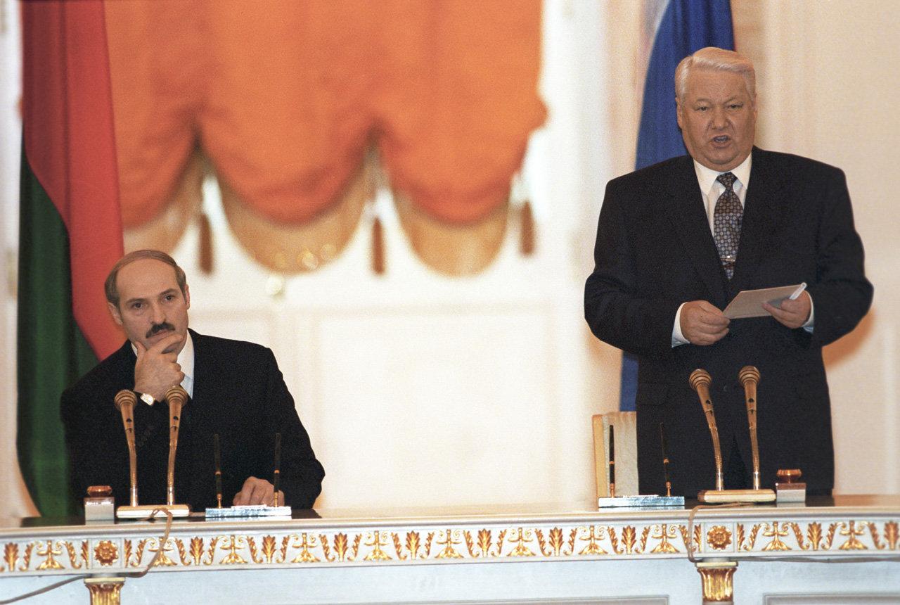 Президент РБ Александр Лукашенко и президент РФ Борис Ельцин на подписании Договора о создании Союзного государства России и Беларуси
