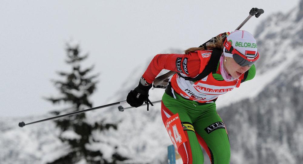 Дарья Домрачева на дистанции 7,5 км в австрийском Хохфильцене в 2013 году