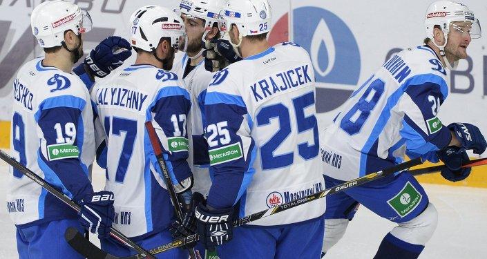 Игроки минского Динамо в матче с ХК СКА (Санкт-Петербург)