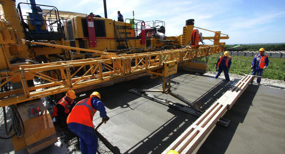 Строительство автомобильной дороги между строящимся аэровокзальным комплексом и островом Русский