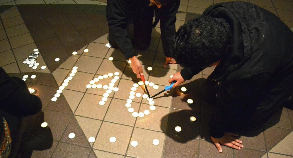 Студенческая ассоциация Пакистана провела акцию с зажженными свечами в память о погибших в Пешаваре
