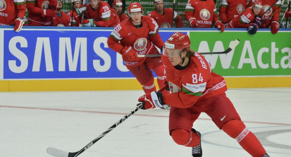 Михаил Грабовский в матче за сборную Беларуси