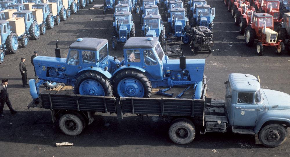 Минский тракторный завод. Склад готовой продукции