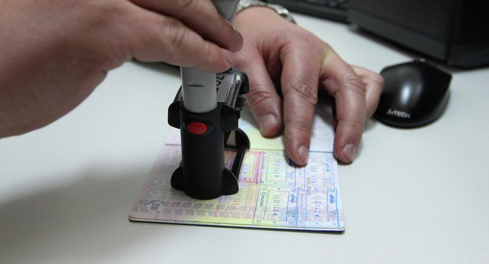 Проставление штампа в паспорте на белорусской таможне