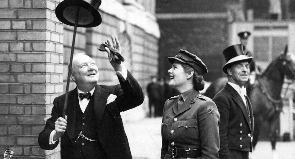 Уинстон Черчилль с дочерью Мэри, Лондон, 1943 год