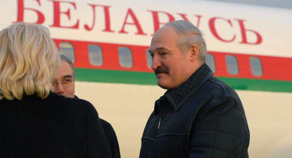 Президент Беларуси Александр Лукашенко в аэропорту