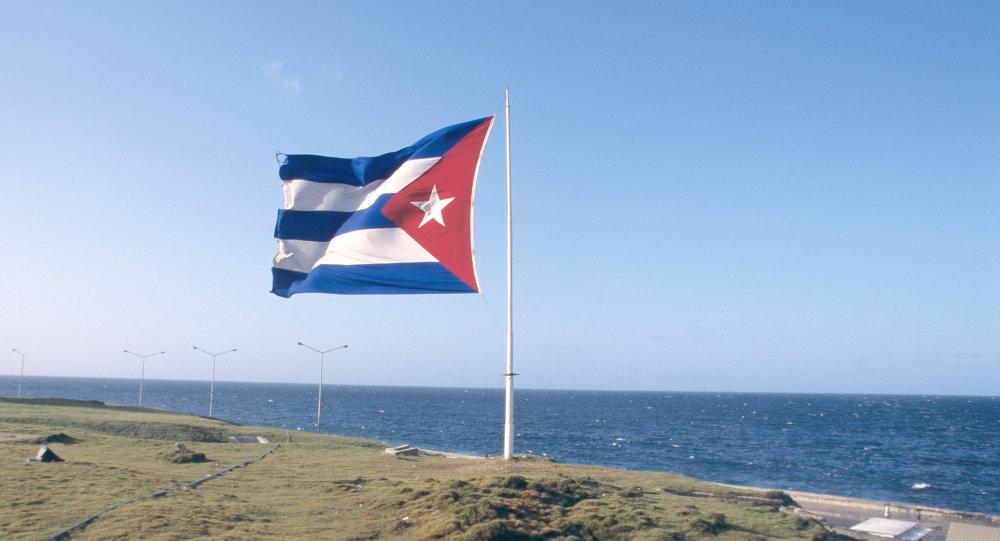 Кубинский флаг над набережной Маликон