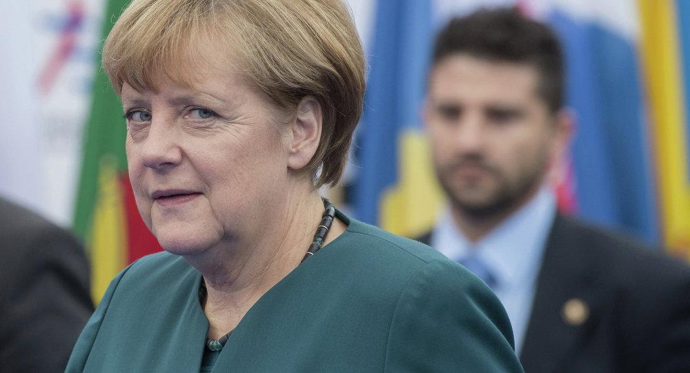 Федеральный канцлер Германии Ангела Меркель перед началом заседания саммита форума Азия-Европа