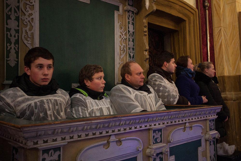 Жители деревни Вишнево в Благовещенском костеле