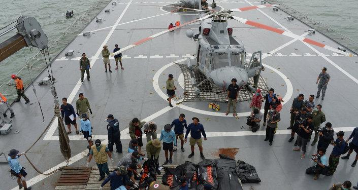 Поисково-спасательная операция в районе крушения лайнера AirAsia