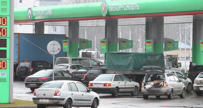 Лукашенко поддержал предложение о неменее широком применении топливных карт