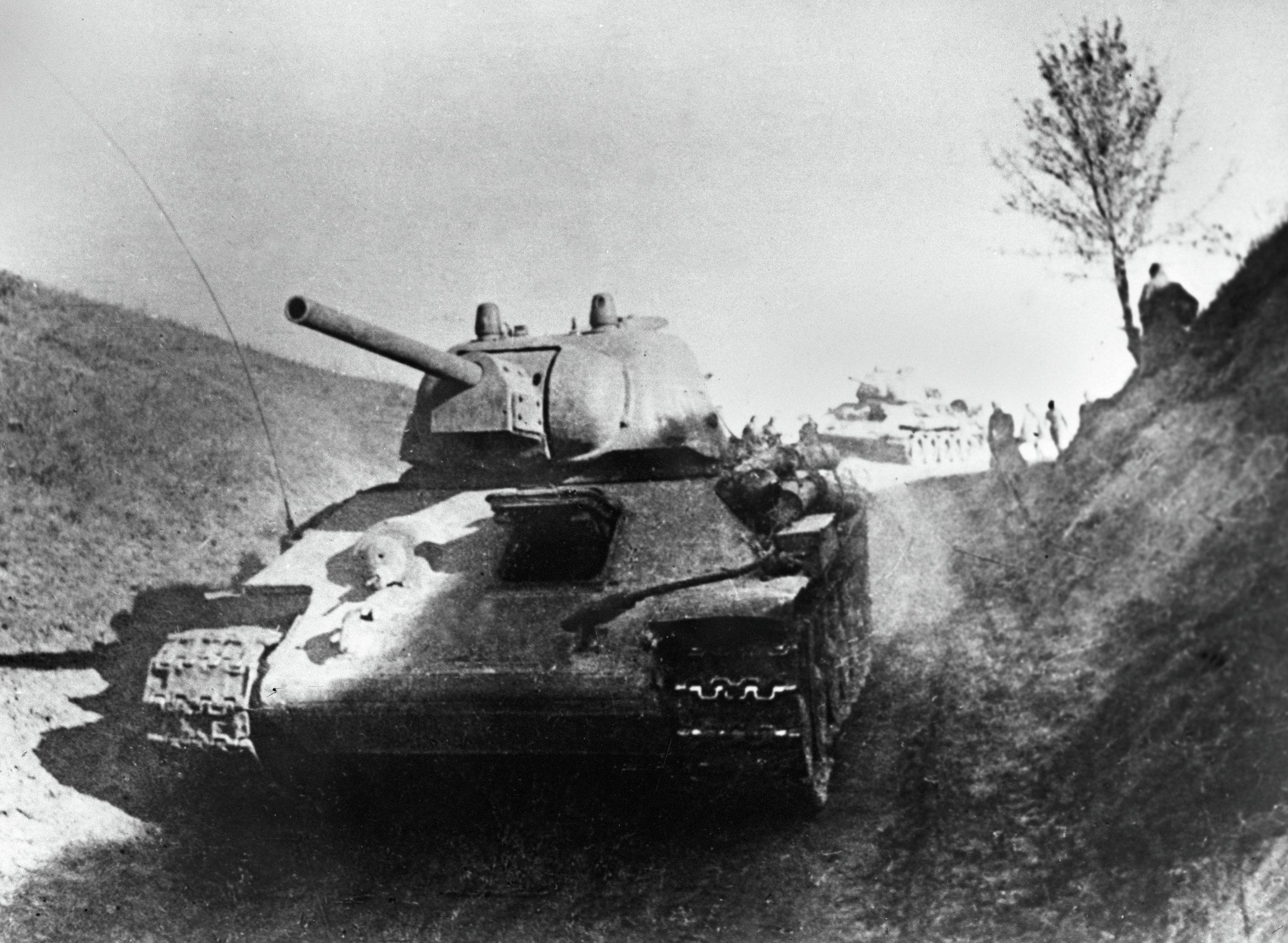 Советские танки на правом берегу Днепра