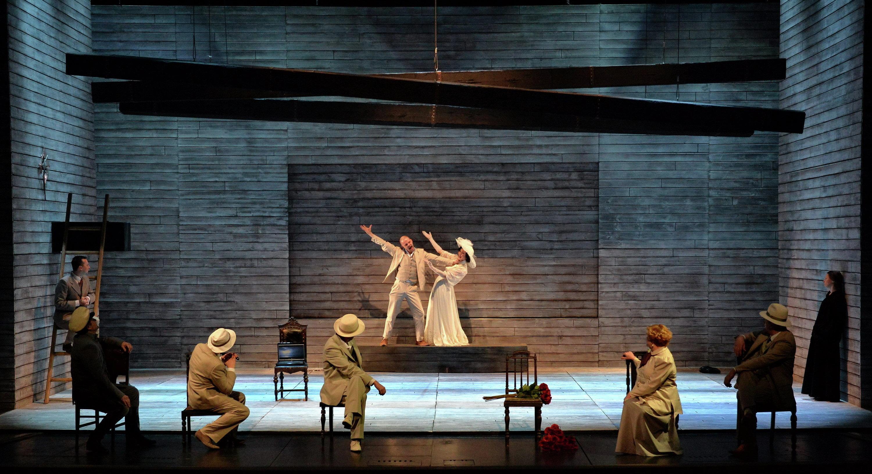 Сцена из премьерного спектакля Пинигина Чайка