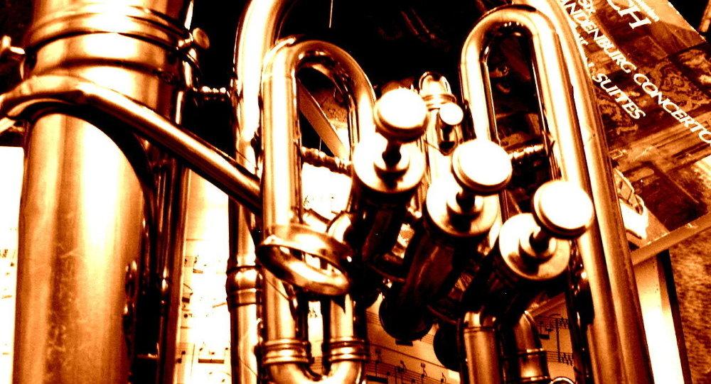 Труба і ноты Баха