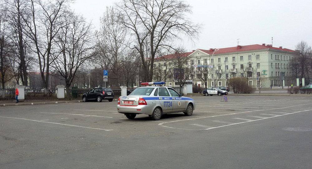 Паркоўна на вуліцы Акадэмічнай у Дзень Волі