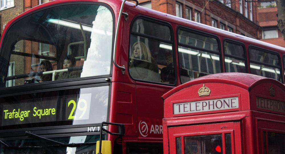 Символы Лондона - автобус и телефонная будка