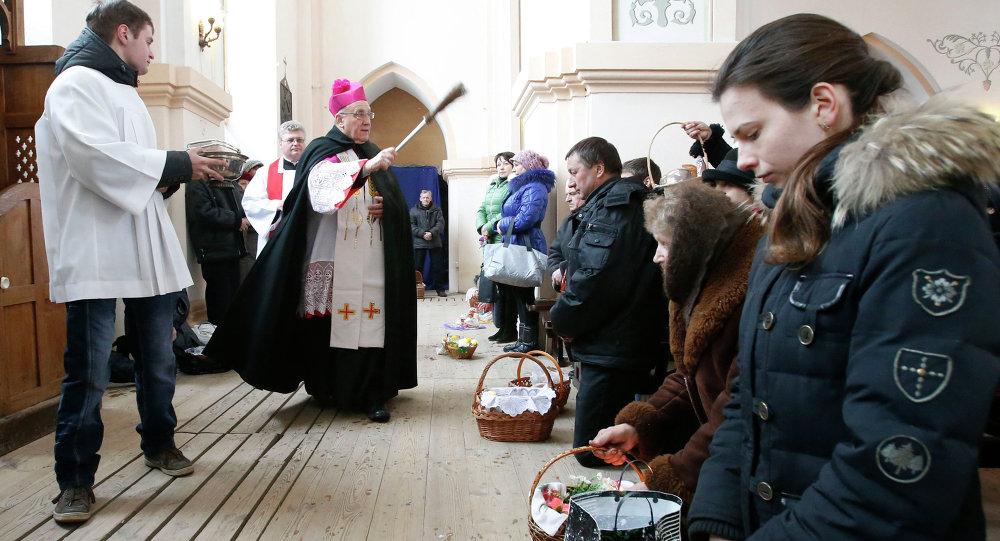 Асвячэнне ежы напярэдадні каталіцкага Вялікдня