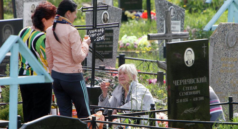 Наведванне могілак на Радаўніцу